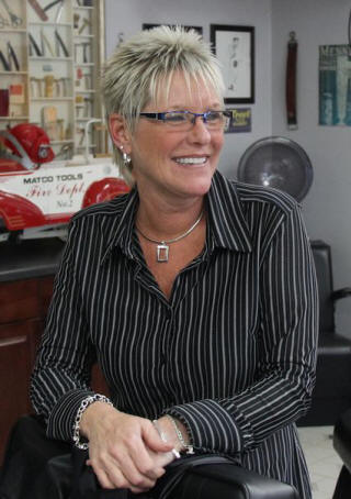 karen_hattaway_dixie_barber_shop_vero _beach_florida